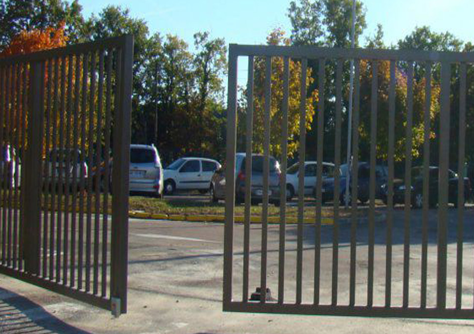 Swing Gates Manual Or Automatic Installations Safeyard